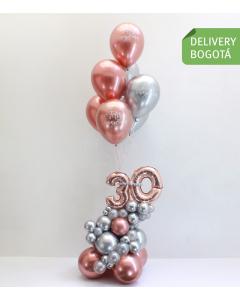 Arreglo de 30 años con globos brillantes