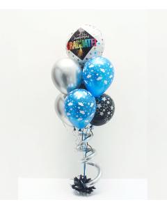 Bouquet congratulation graduate con Helio Certificado, con globos de microfoil y látex, sostenidos por un tuft como base con un espiral