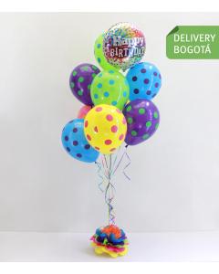 Arreglo de globos con helio y puntos multicolor