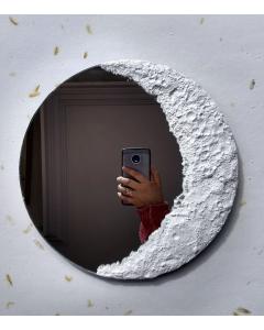 Espejo redondo con fase lunar creciente hecho a mano